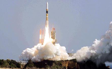 C японского космодрома Танэгасима запущена ракета-носитель H-2A c двумя разведывательными спутниками