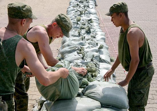 Минобороны России проведено укрепление 7 водозащитных дамб в населенных пунктах Дальневосточного федерального округа