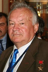 Соколов Валентин Евгеньевич - заместитель командира 3-й дивизии подводных лодок 1-й Краснознамённой флотилии подводных лодок Краснознамённого Северного флота, капитан 1-го ранга.