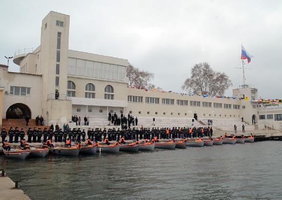 На Черноморском флоте возрождена традиция массовой шлюпочной подготовки моряков корабельных соединений