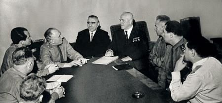На встрече редакции «Военно-исторического журнала» с Маршалом Советского Союза Георгием Жуковым. Фото предоставлено автором