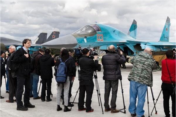 Работа журналистов на авиабазе Хмеймим в Сирии