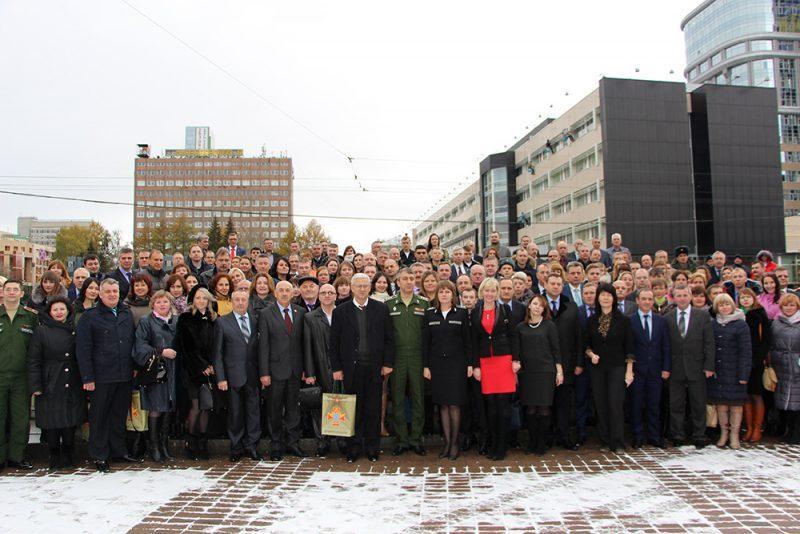 На фото участники Сбора должностных лиц юридической службы ВС РФ.