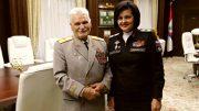 На снимке заместитель министра обороны Татьяна Шевцова поздравляет с 90-летием генерал-майора в отставке Степана Едыкина.