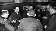 На снимке: Й. Геббельс беседует с командирами рот пропаганды, 28 января 1941 г. Крайний справа – Хассо фон Ведель.