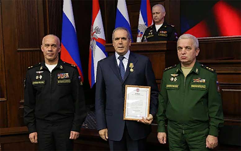 В Национальном центре управления обороной РФ офицерскому составу вручили государственные и ведомственные награды