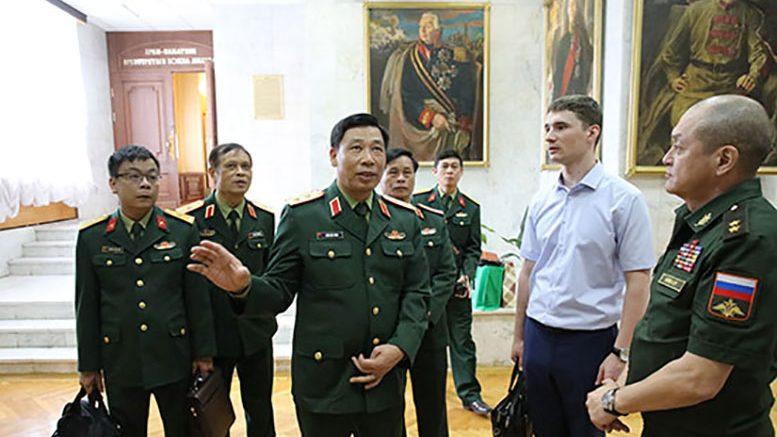Военная делегация из Вьетнама познакомилась с сирийским опытом антитеррора в Академии Генштаба