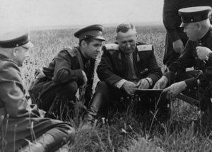 1955 год. Полковник Гареев (второй слева) на учении 120-й мсд.
