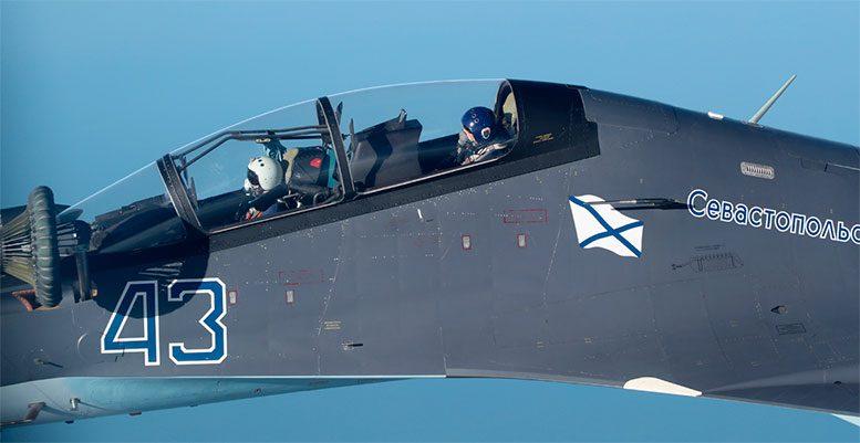 Отработка дозаправки в воздухе летчиками морской авиации