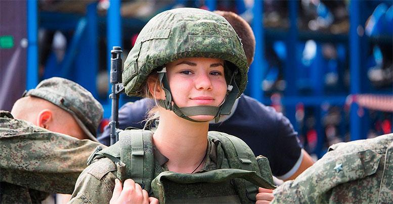 Российские девушки лидируют в «Военно-медицинской эстафете»