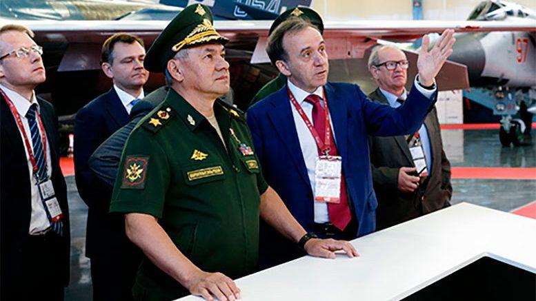 Глава российского военного ведомства осмотрел выставку новейшей авиатехники на аэродроме Кубинка