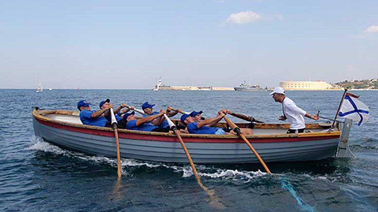 В Севастополе состоялось торжественное открытие Чемпионата ВМФ по гребле на ялах на приз главкома ВМФ
