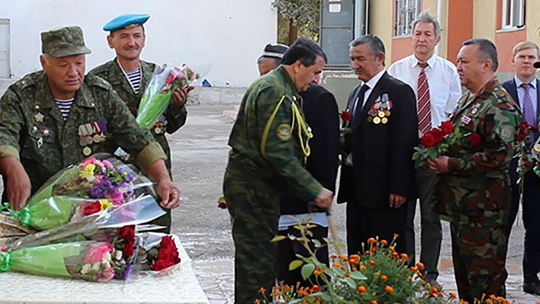 В Таджикистане открыли мемориальную доску эвакуационному госпиталю