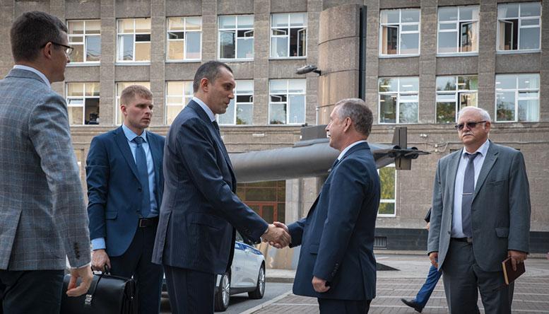 Заместитель Министра обороны Алексей Криворучко провел рабочее совещание на АО «ЦКБ МТ «Рубин»