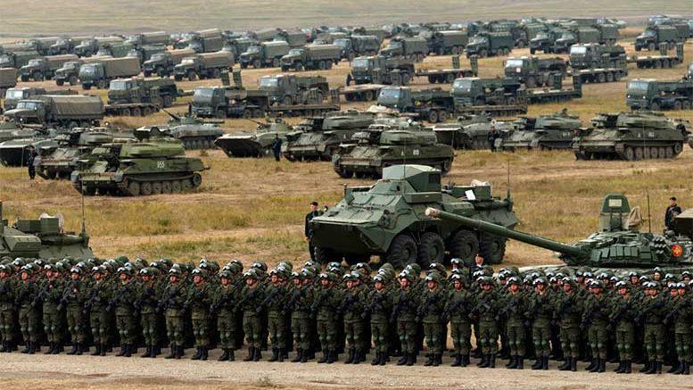 """Военный парад на манёврах """"Восток-2018"""""""