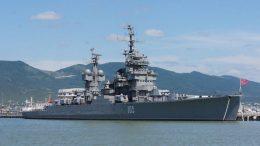 Специалисты Новороссийской военной морской базы проводят ремонтные работы на крейсере-музее «Михаил Кутузов»