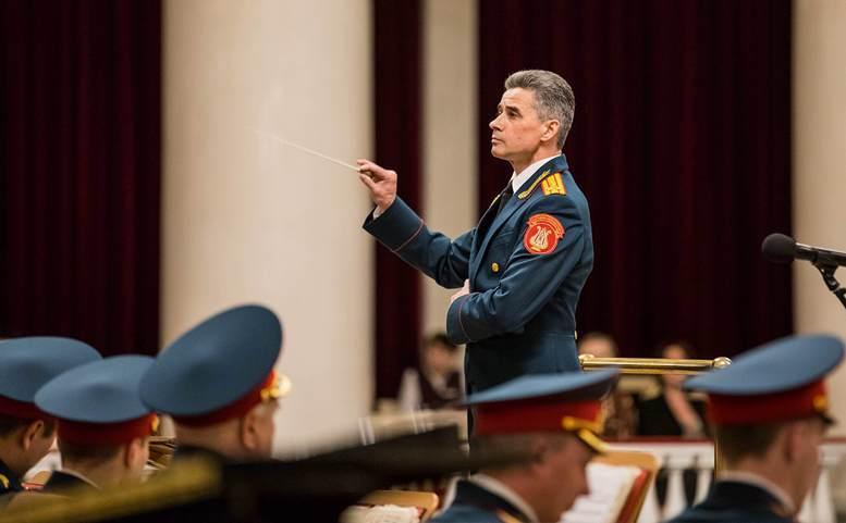 Начальник ансамбля – художественный руководитель полковник Геннадий Саченюк.