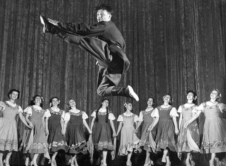 Балетная группа ансамбля прошлых лет.