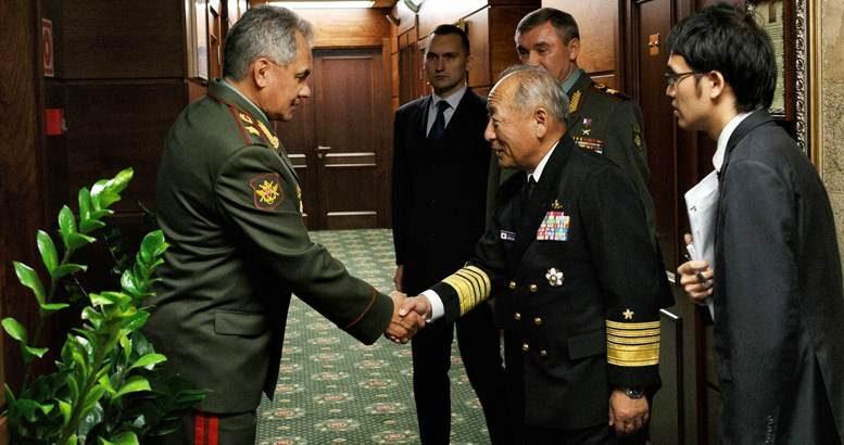 Министр обороны России обсудил с начальником Объединенного штаба Сил самообороны Японии вопросы гумпомощи Сирии и ситуацию с беженцами