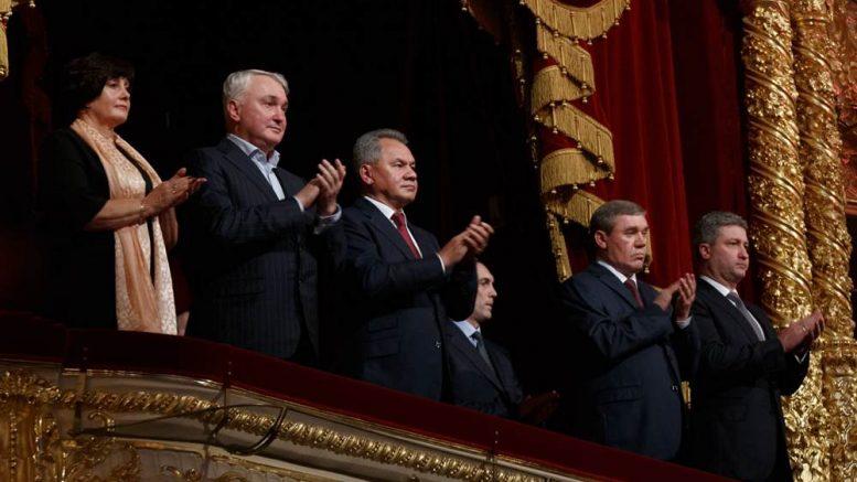 Министр обороны Сергей Шойгу поздравил ансамбль Александрова с 90-летием