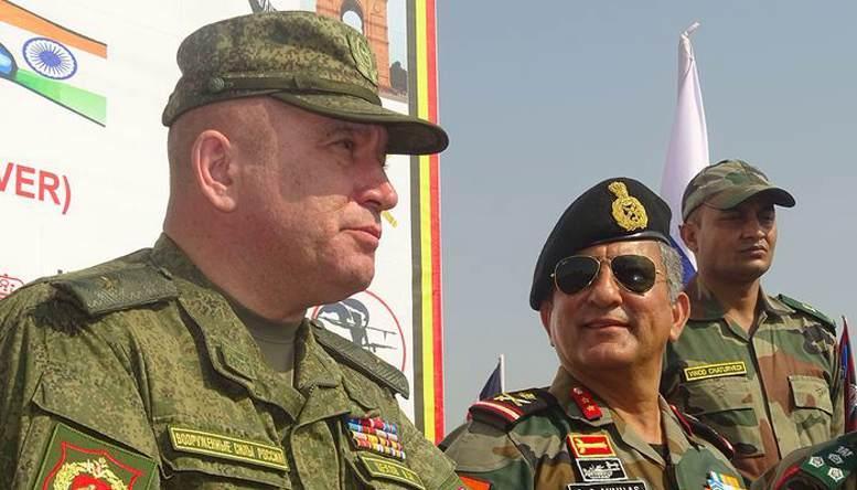 Генерал-майор Олег ЦЕКОВ с индийским коллегой.