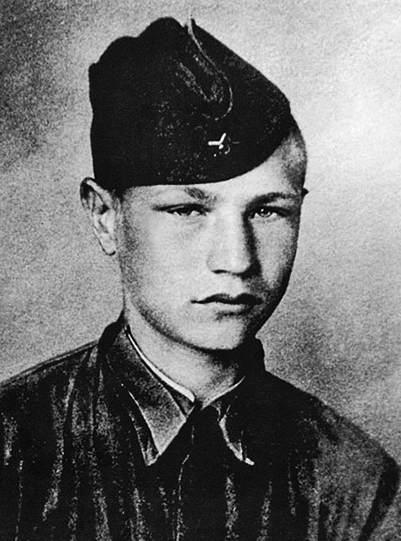 Курсант Московского пехотного училища 17-летний Дмитрий Язов.