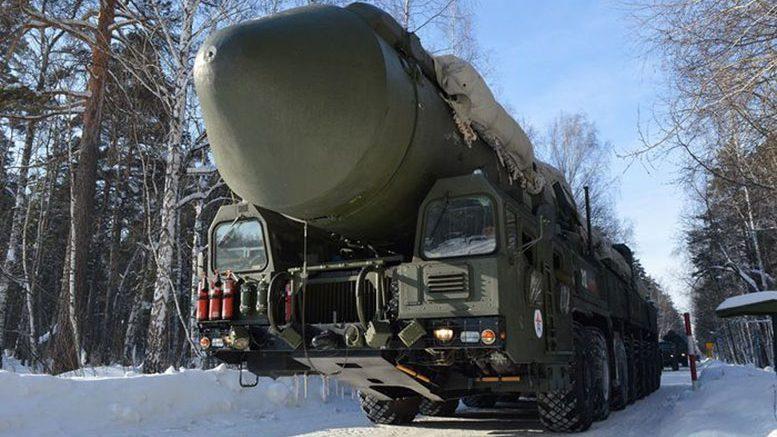 Пусковая установка «Ярс» на марше.