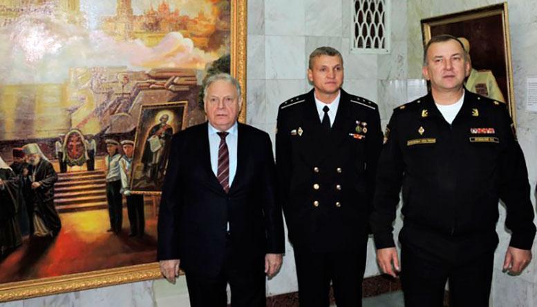 В Доме офицеров Черноморского флота открылась новогодняя выставка картин севастопольских художников