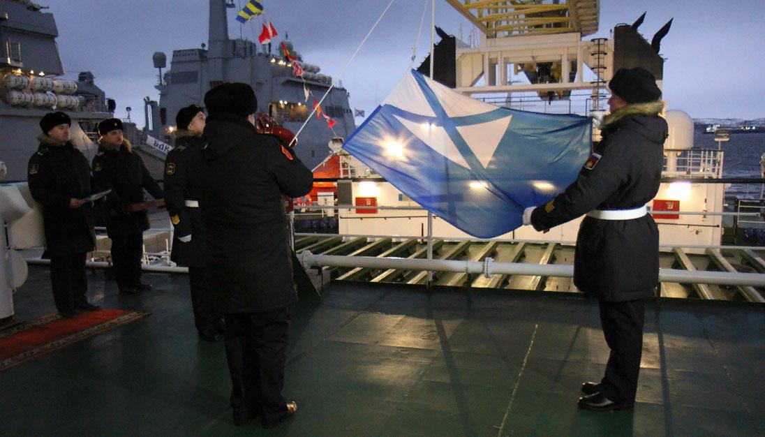 В состав Северного флота принят новый плавкран