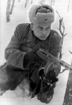 Старший лейтенант И.Л. Устинов, оперуполномоченный особого отдела 16-й армии, в боях под Москвой. В 1970–1973гг. – начальник 3-го Управления КГБ при Совете Министров СССР, генерал-лейтенант.