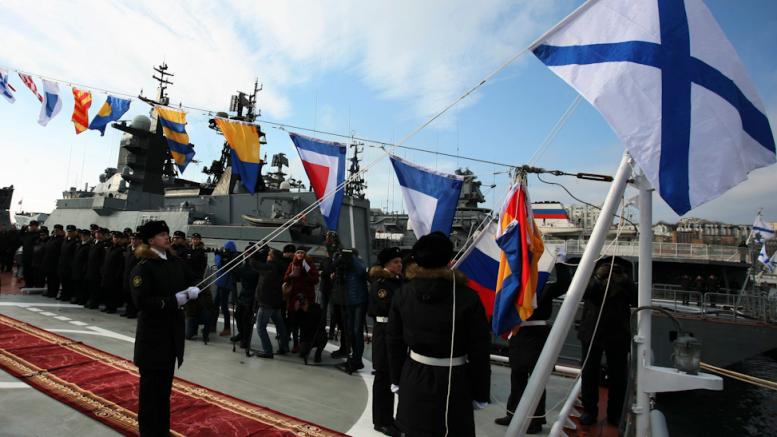 Торжественная церемония подъёма военно-морского флага на новейшем корвете Тихоокеанского флота «Громкий»