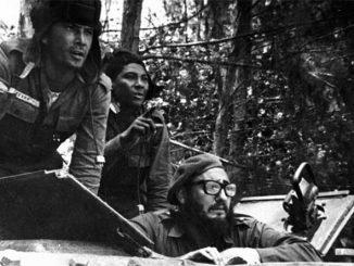 Фидель КАСТРО с танкистами на Плая-Хирон, 17 апреля 1961 г.