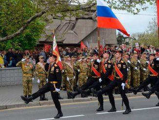 В Севастополе, Крыму и Новороссийске порядка 5000 человек и около ста единиц военной техники прошли в парадном строю на День Победы