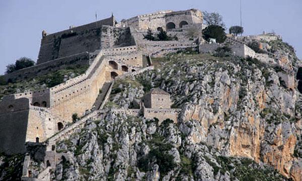 Стены крепости «Паламиди» в Нафплионе, под защитой батарей которой укрылся турецкий флот.
