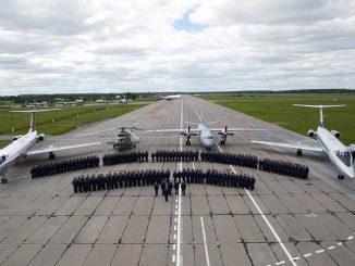 Личный состав учебно-авиационной базы в день юбилея.