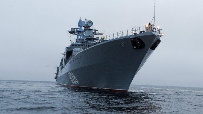 БПК Северного флота «Вице-адмирал Кулаков» на переходе Баренцевым морем