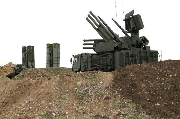 Подразделения зенитно-ракетного полка, расставленные по периметру авиабазы Хмеймим и порта Тартус, надёжно защищают сирийское небо. Фото Вадима Савицкого