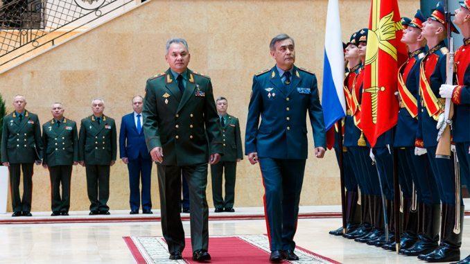 Министры обороны России и Казахстана обсудили на встрече в Москве развитие сотрудничества военных ведомств двух стран