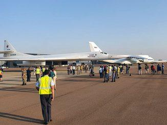 Два российских стратегических ракетоносца Ту-160 приземлились на аэродроме Ватерклоф в ЮАР