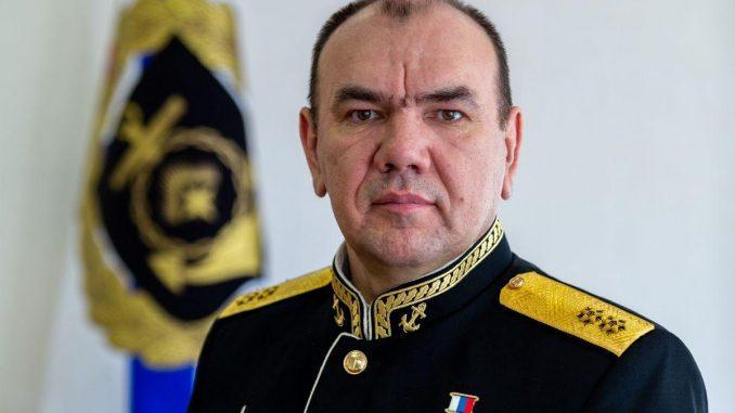 Командующий Северным флотом поздравил подчинённых с Днём моряка-надводника