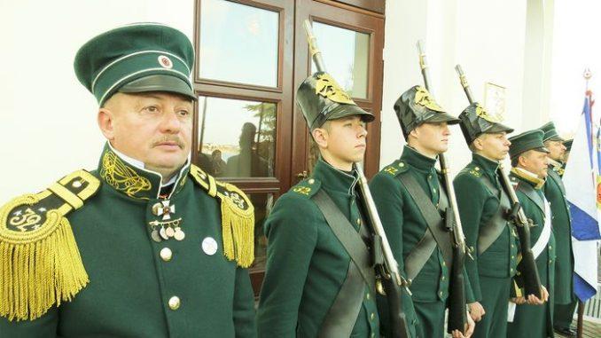 В Севастопольском Доме офицеров под удар корабельного колокола открылась зимняя ассамблея Севастопольского Морского собрания.