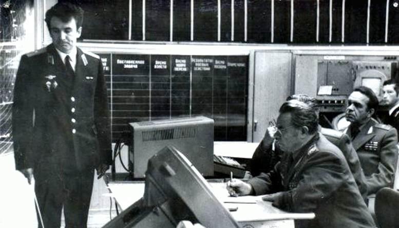 Сдача государственного экзамена (на переднем плане Главный маршал авиации П.С. Кутахов) (1982 г.).