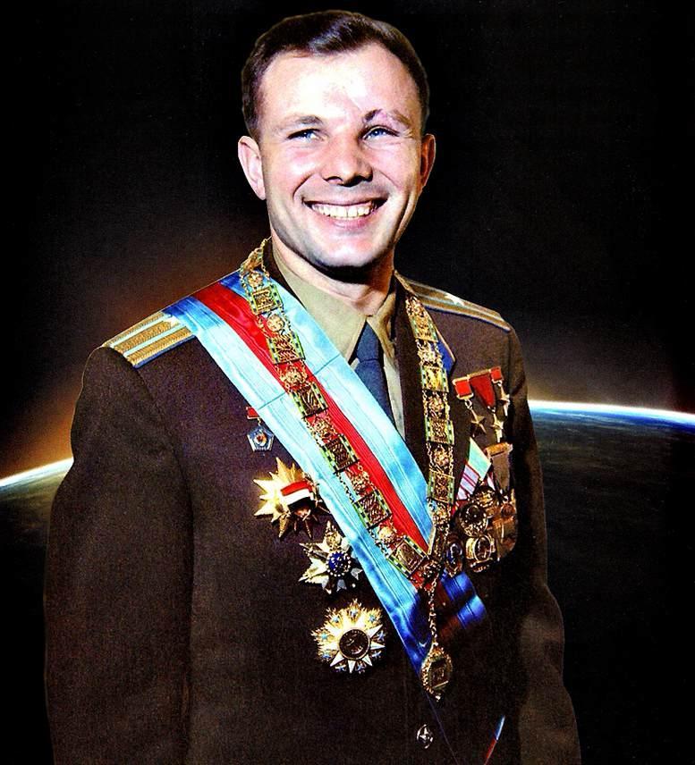 Первый космонавт планеты Земля Юрий Алексеевич Гагарин - человек, чьё имя с гордостью носила ВВА.