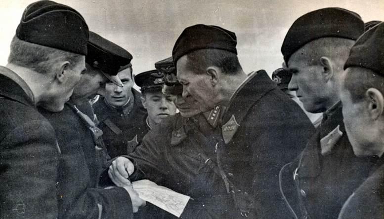 Подготовка к полёту в учебном авиаполку академии (1940 г.).