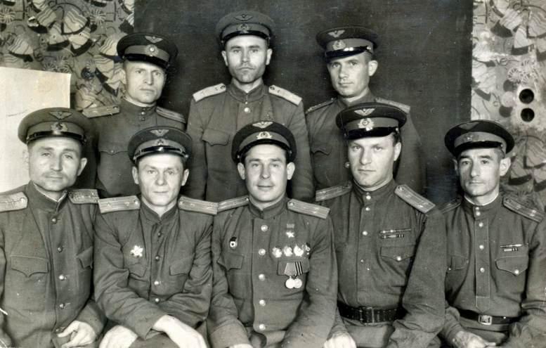 Слушатели 20-го приема командного факультета академии на стажировке в г. Коломыя (1947 г.).