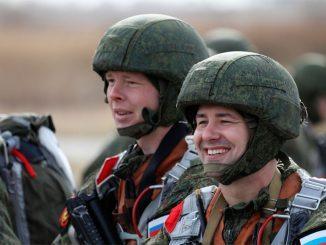Морские пехотинцы Балтийского флота отрабатывают воздушное десантирование