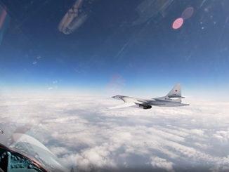 Два стратегических ракетоносца Ту-160 Воздушно-космических сил выполнили плановый полет в воздушном пространстве над нейтральными водами акватории Балтийского моря