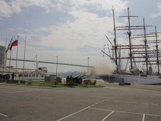 На причале Тихоокеанского флота во Владивостоке проводили в дальнее плавание крупнейший в мире парусник- барк «Седов»