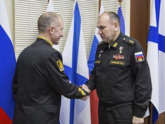 Командующий Северным флотом вручил погоны вице-адмирала командующему подводными силами СФ